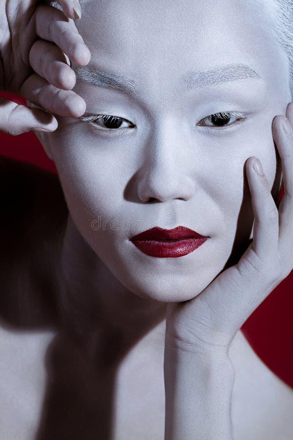 Stående för man för makeup för Vogue stil ljus Friare för glamourfetischman arkivbilder