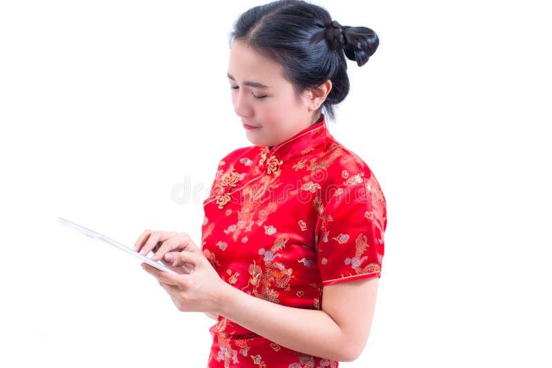 Stående för sidosikt av härlig ung asiatisk kines D för kvinnakläder arkivbild