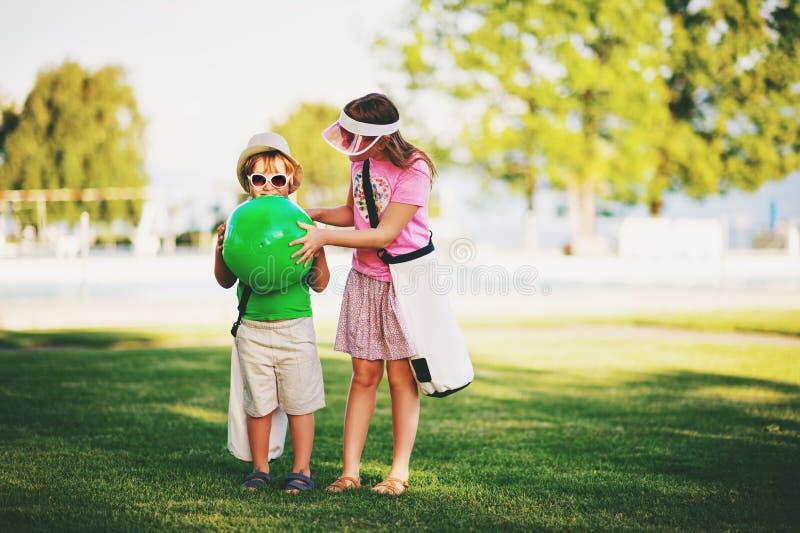 Stående för små ungar royaltyfria foton