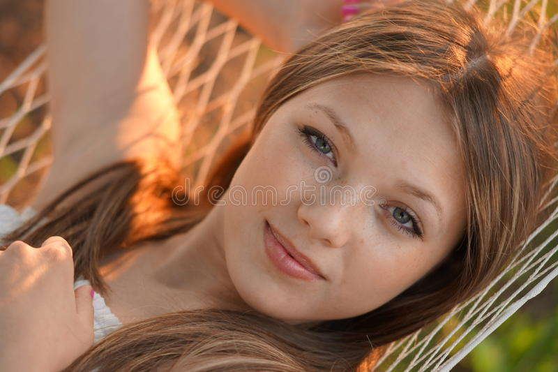 Stående för ung kvinna royaltyfria foton