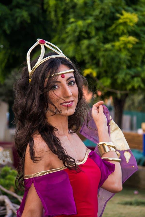 Stående i cosplay dräkt royaltyfria bilder