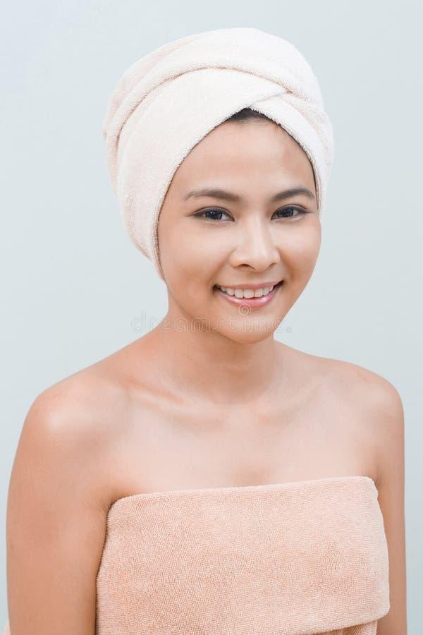 Stående i thailändsk brunnsort arkivfoto