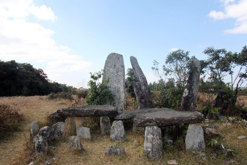 Stående stenar nära Shillong, Meghalaya arkivbilder