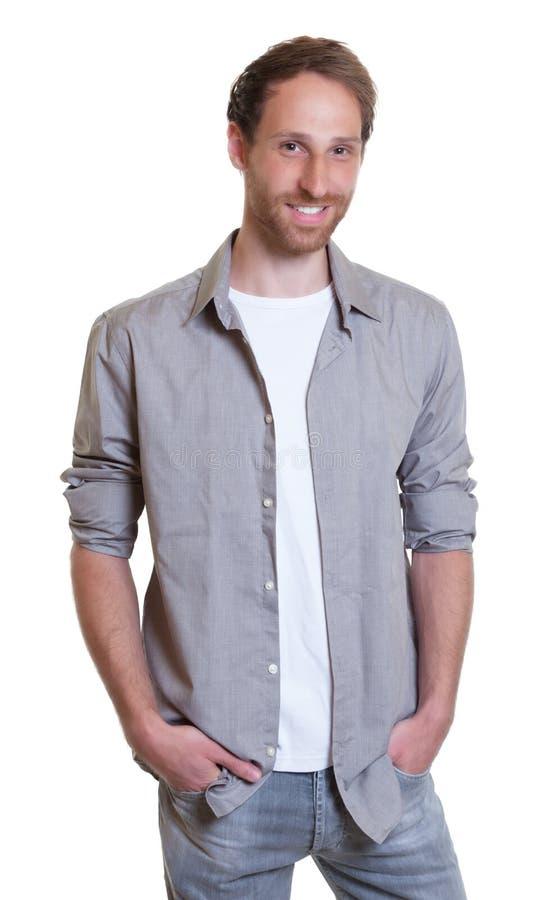 Stående tysk grabb med skägget och jeans royaltyfri fotografi