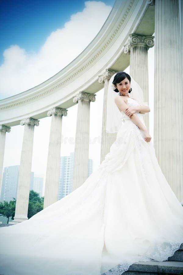 ståendebröllopkvinna fotografering för bildbyråer