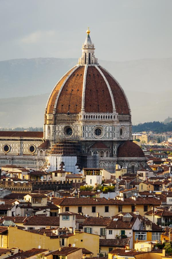 StåendeDuomo Santa Maria Del Fiore, Firenze, Italien fotografering för bildbyråer