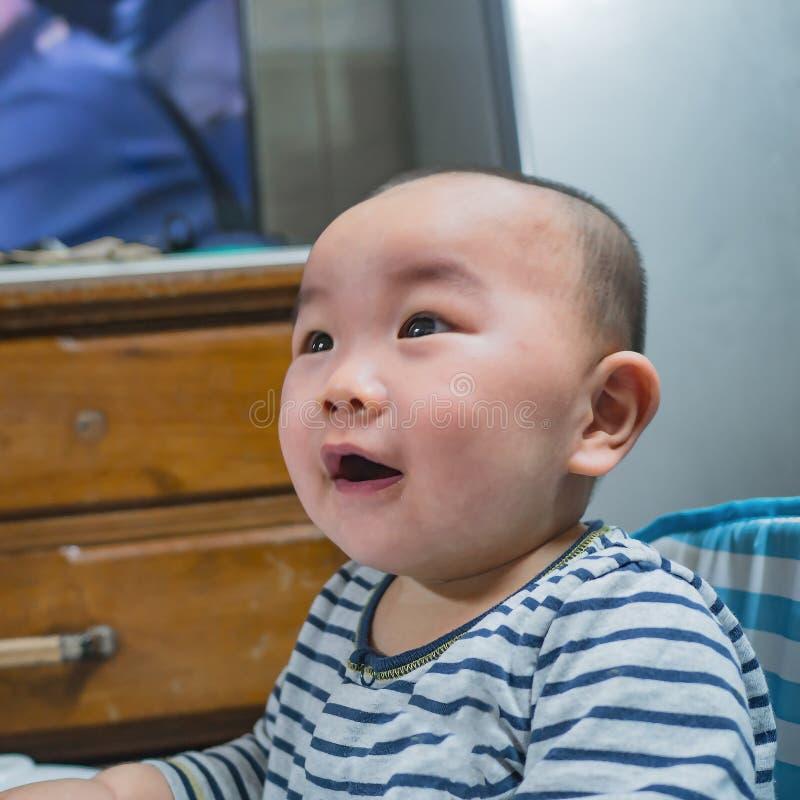 Ståendefoto av Cutie och den stiliga asiatiska pojken arkivfoton