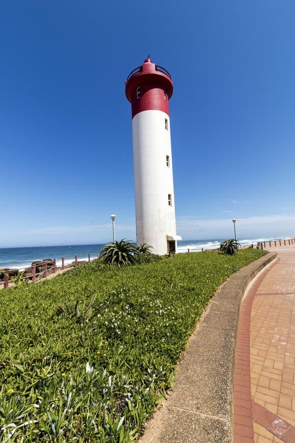 Ståendefyr på stenlagd Beachfront promenad på Umhlanga arkivbild