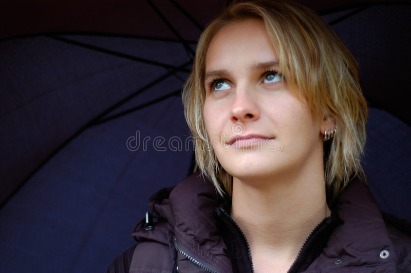 ståendekvinna arkivfoton