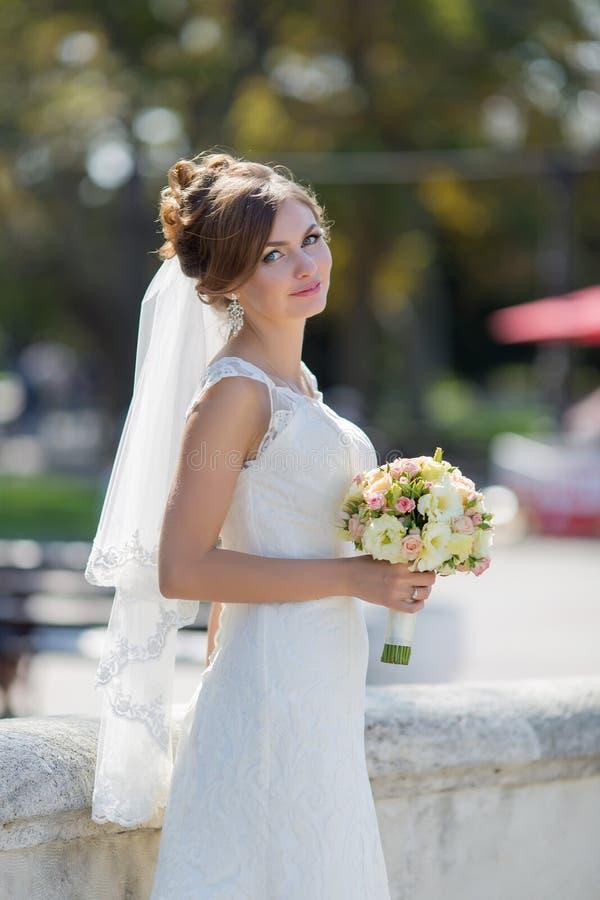 Ståenden av bruden parkerar in fotografering för bildbyråer