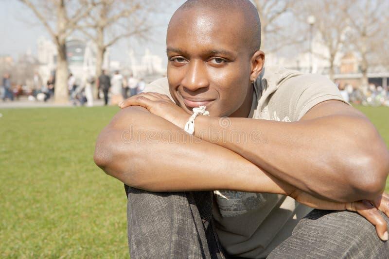 Ståenden av den turist- mannen i London parkerar. royaltyfria foton