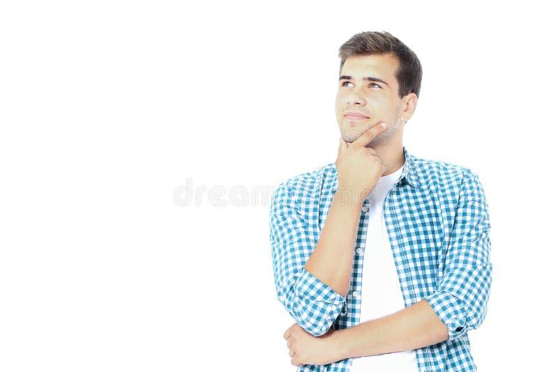 Ståenden av den unga tänkande studenten ser upp med den near framsidan för handen kopiera avstånd Åtlöje upp Mall som isoleras på royaltyfria foton