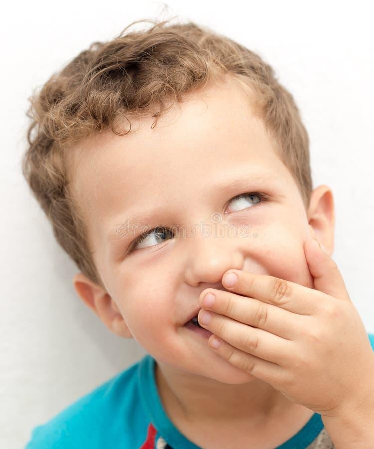 Ståenden av en framsida för pojke` s förvrider royaltyfria bilder
