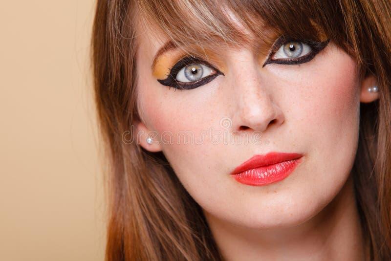 StåendeOrient flicka med makeup royaltyfri foto