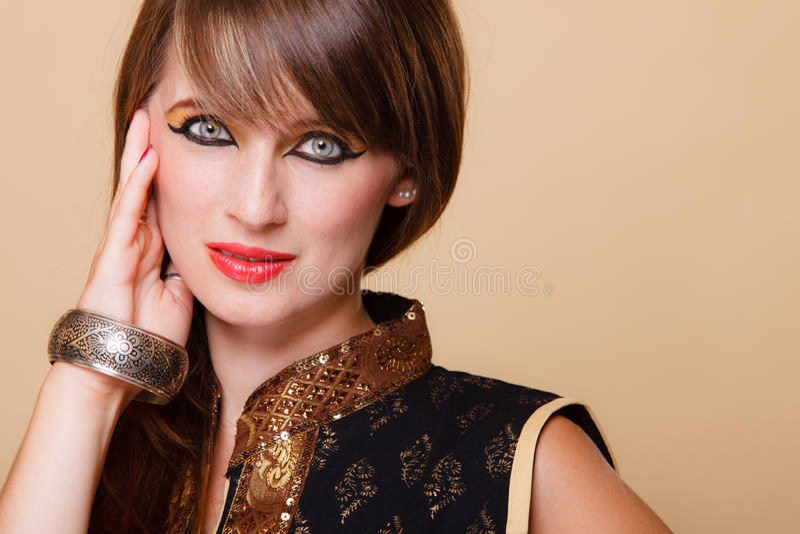 StåendeOrient flicka med makeup arkivbild