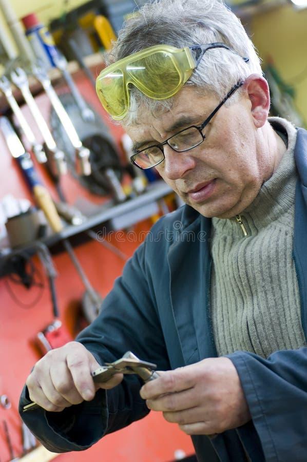 ståendepensionärworkman fotografering för bildbyråer
