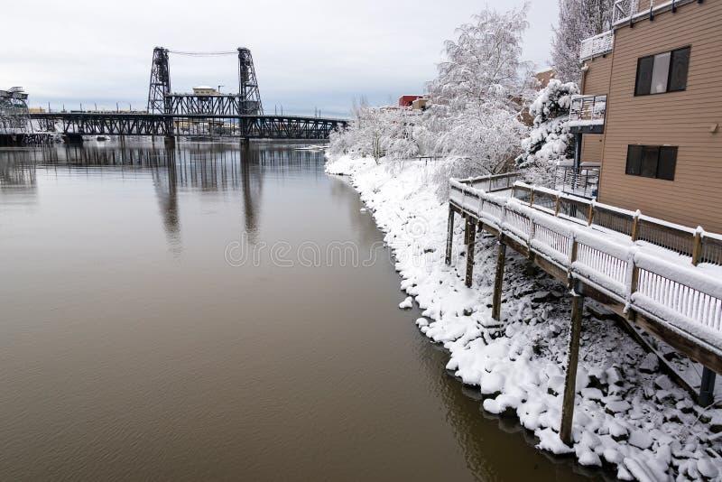 Stålbro och snö arkivbilder