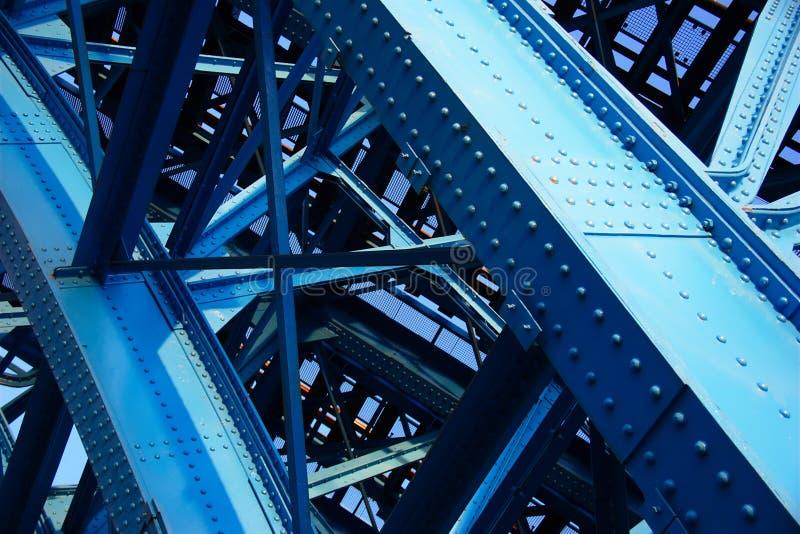 Stålkonstruktion av järnvägsbron fotografering för bildbyråer