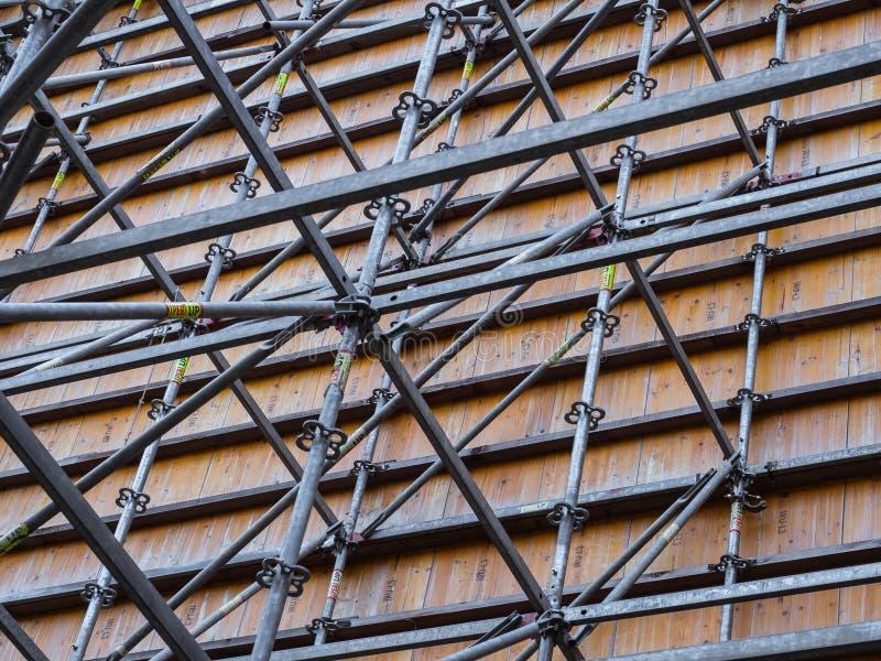 Stålram och material till byggnadsställning arkivbilder