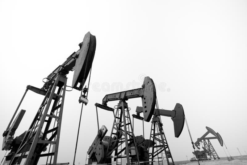 Stålsätta olje- bryta bearbetar med maskin fotografering för bildbyråer