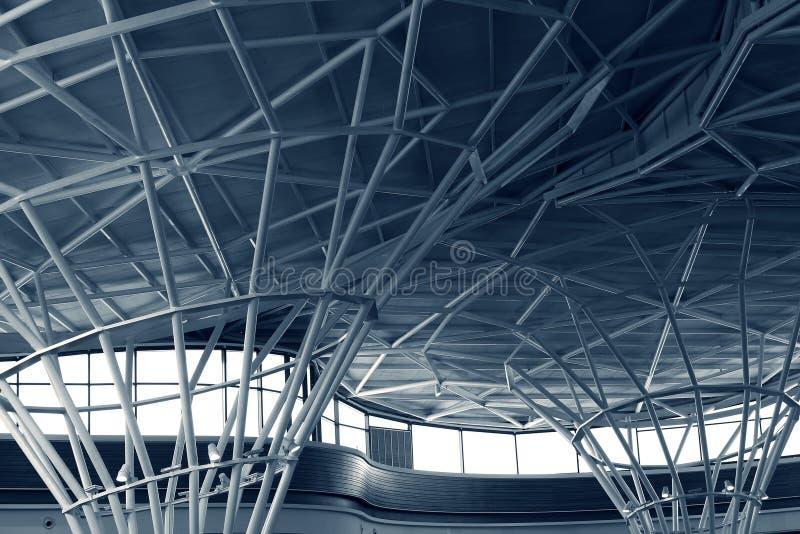Stålstruktur under taket av byggnad royaltyfria foton