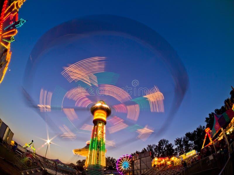 Ståndsmässig ganska ritt, på natten, i rörelse Gwinnett County GUMMIN royaltyfri foto