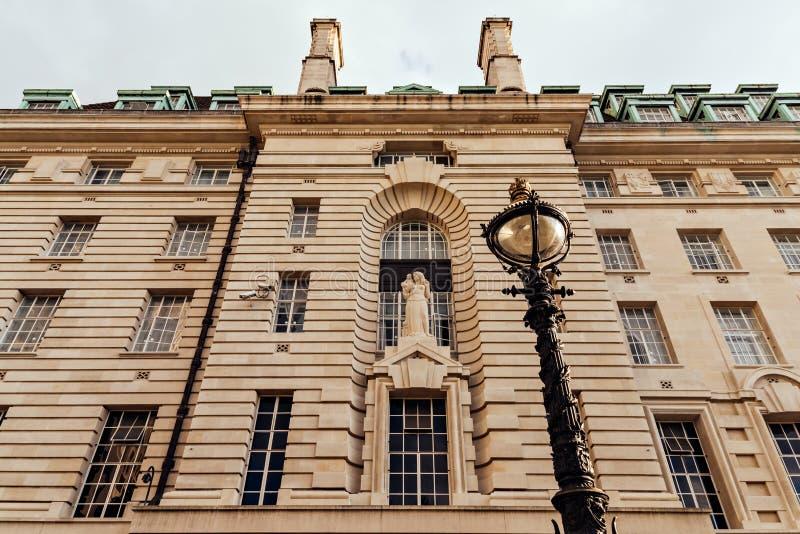 Ståndsmässiga Hall fasad i London, UK royaltyfri bild