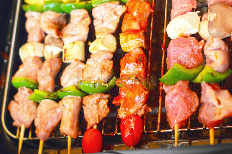 Stång-B-q eller BBQ-galler av kött royaltyfri foto