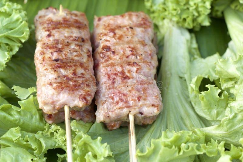 Stång-B-q eller BBQ-galler av kött arkivbild