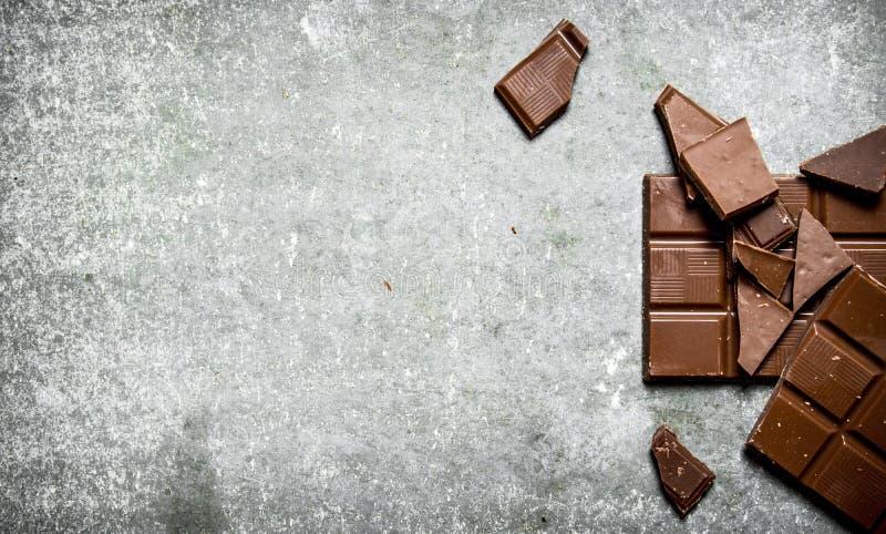 stång bruten choklad arkivfoto