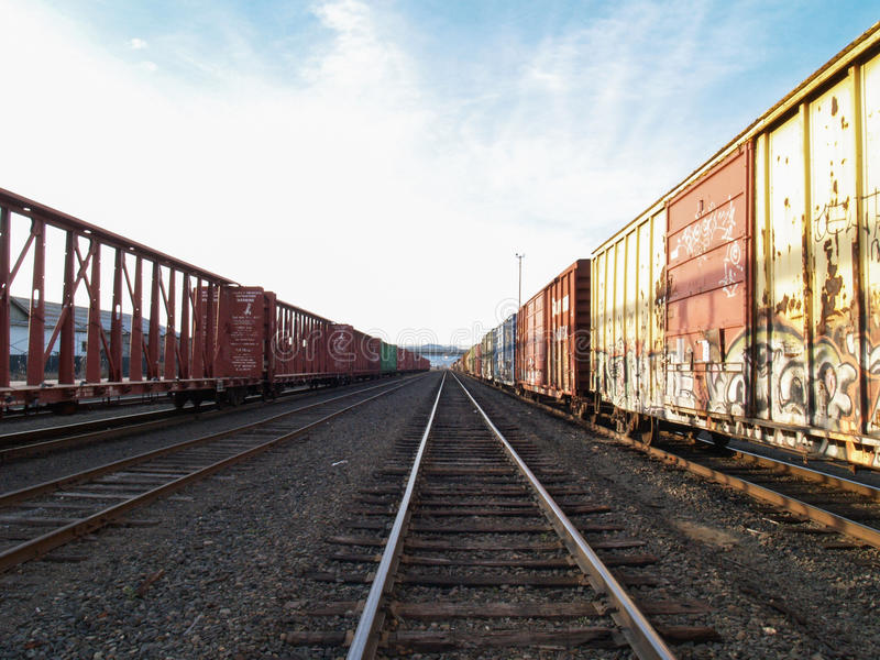 Stångbilar på spåret fotografering för bildbyråer