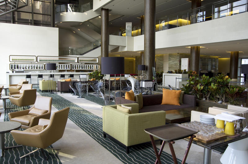 Stångrestaurang i hotelllobby royaltyfri fotografi