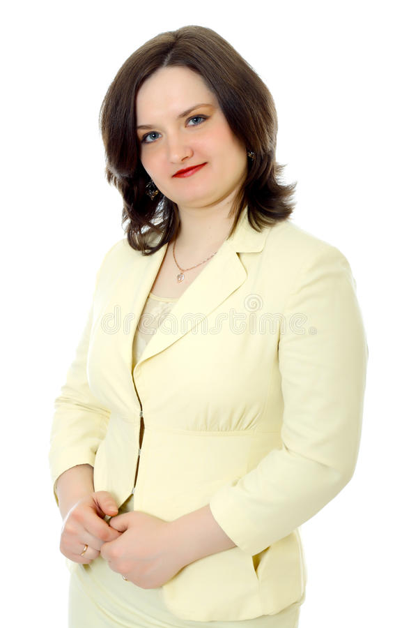 Står den unga kvinnan för halvan-lenght i ett ljust omslag arkivfoton