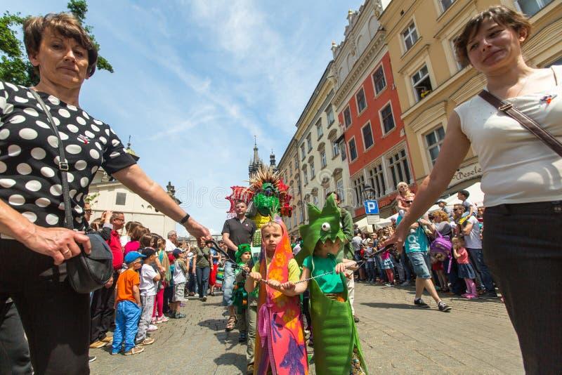 Ståta av drakar på huvudsaklig fyrkant av Krakow royaltyfria foton