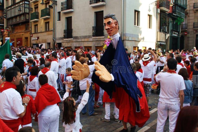 Ståta av 'jättar och stor-huvud i festivalen av San Fermín i Pamplona, Spanien royaltyfri bild