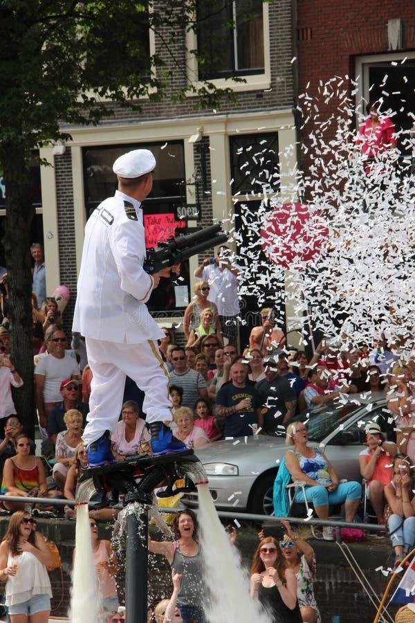 Ståtar kanalen Amsterdam för glad stolthet royaltyfria foton