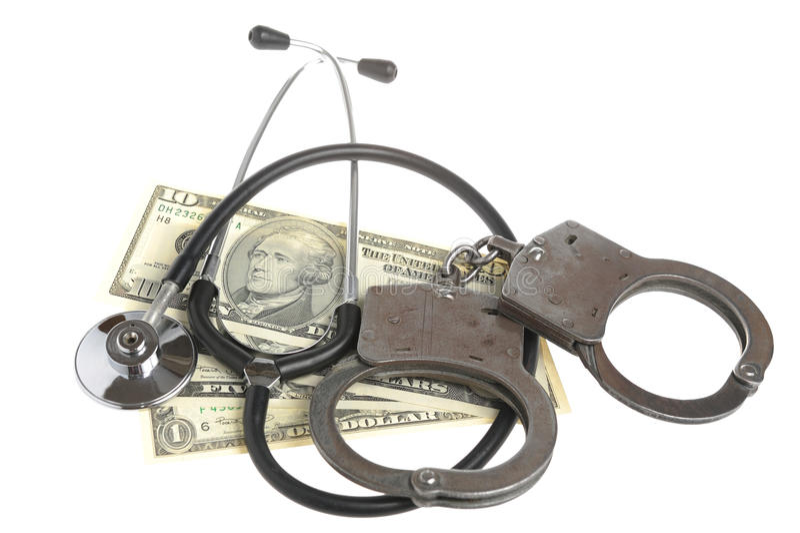 Stéthoscope, menottes et argent sur le fond blanc images stock
