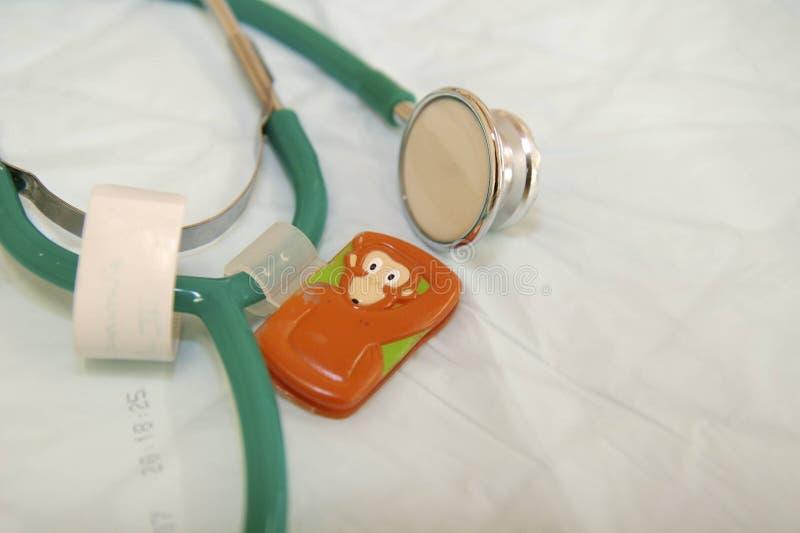 Stéthoscope pour des enfants images stock