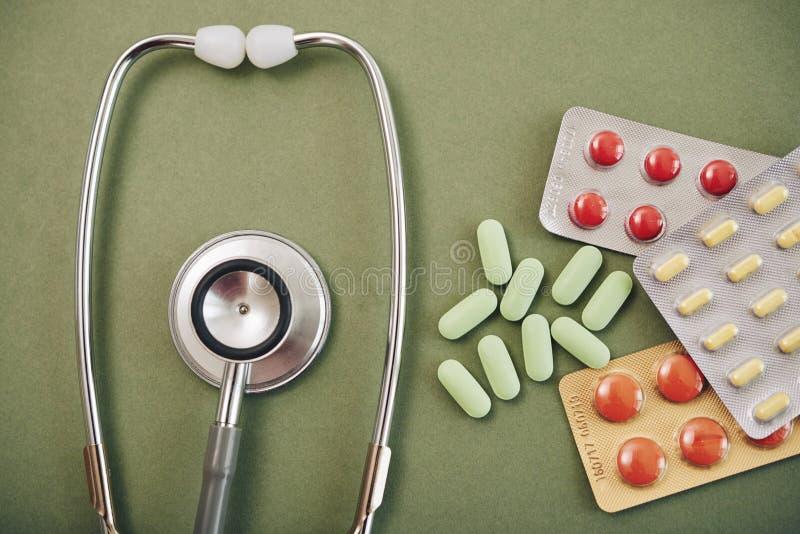 stéthoscope réglé d'argent de médecine de mensonges de concept photographie stock