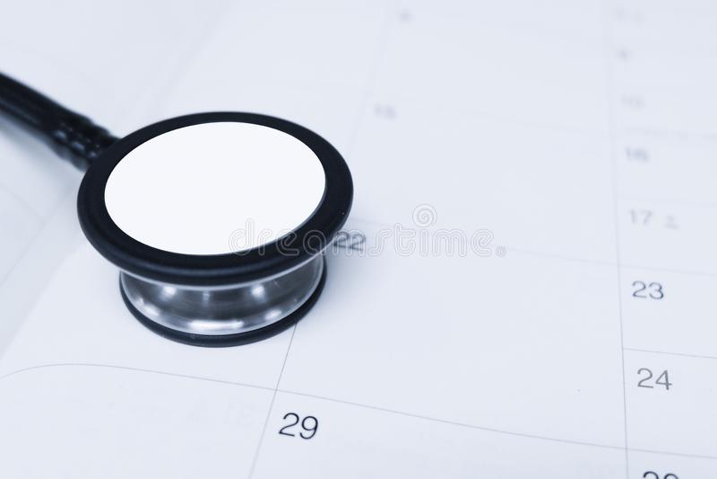 Stéthoscope un calendrier photographie stock libre de droits