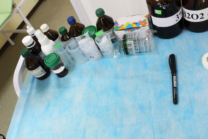 Stół dla lekarstwa w szpitalu zdjęcie stock