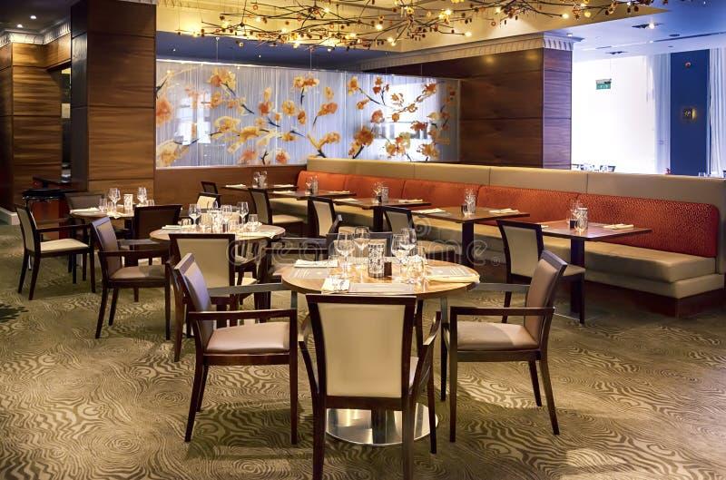 Stół w nowożytnej restauraci fotografia royalty free