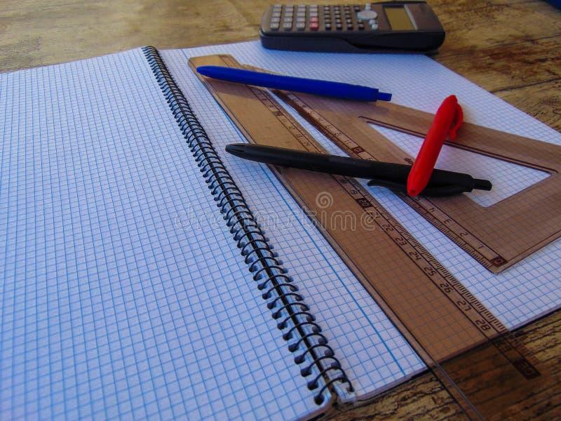 Stół z przedmiotami zdjęcie royalty free