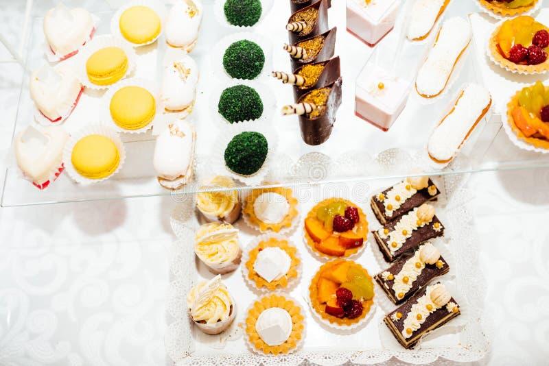 Stół z różnymi cukierkami dla przyjęcia Cukierku bar fotografia royalty free