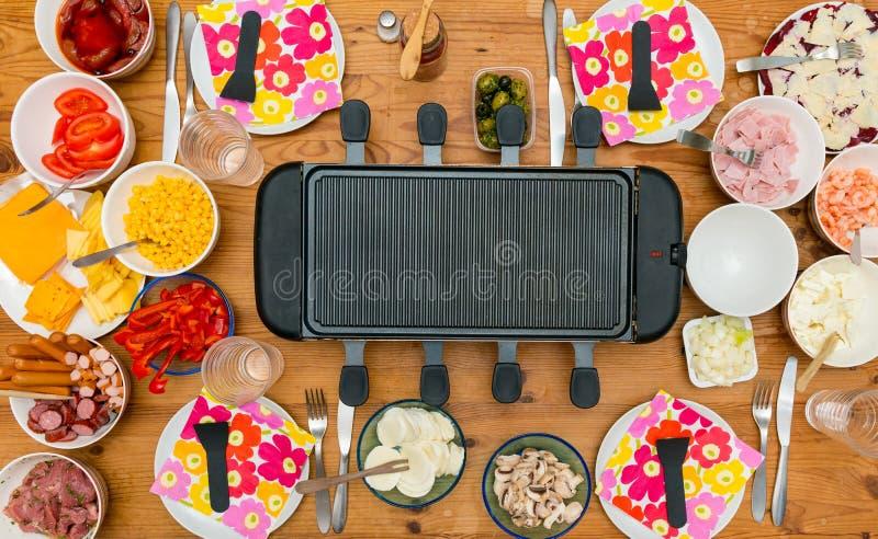 Stół z raclette obrazy stock