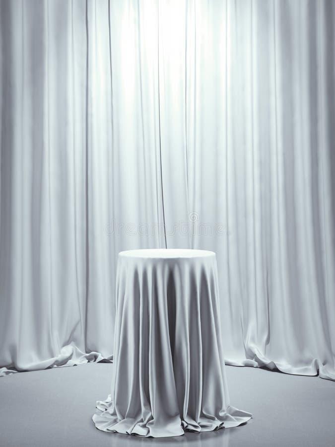 Stół zakrywający z białym płótnem fotografia stock