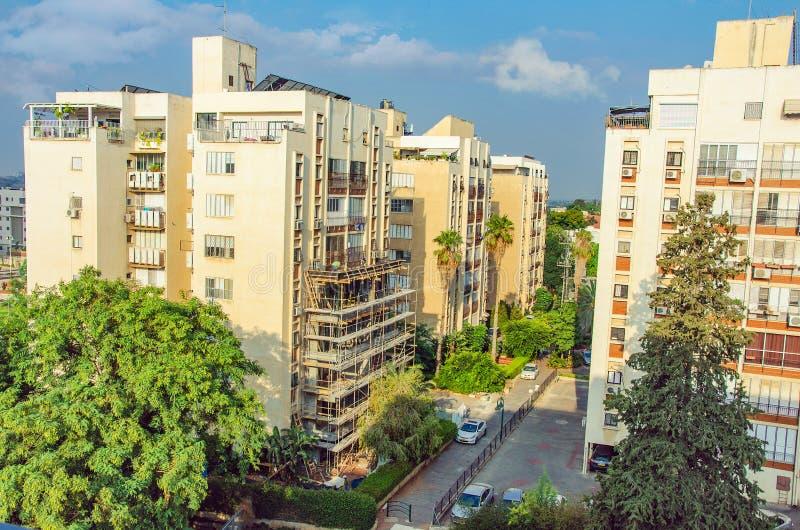 8-stöckiges Wohngebäude unter Erneuerung lizenzfreies stockfoto