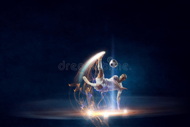 stöd spelarefotboll för boll Blandat massmedia royaltyfria foton