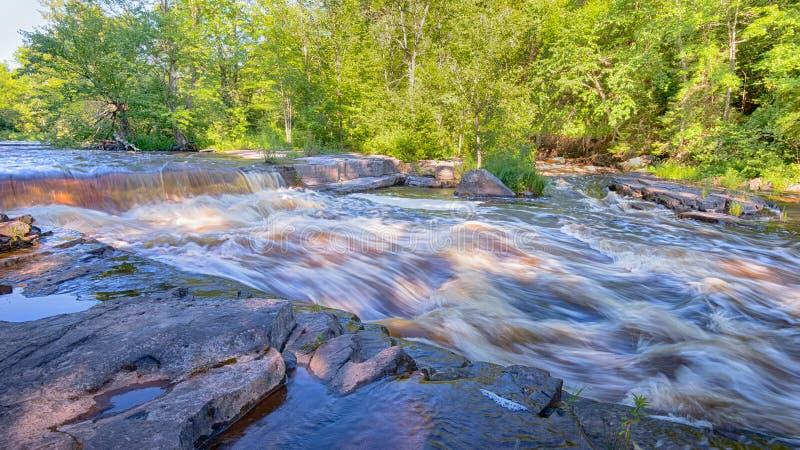 Stör-Fluss-Kaskade, Schlucht fällt Straßenrand-Park, MI lizenzfreie stockfotografie