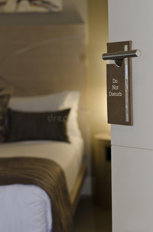 stör gör tecknet för dörrhotellet inte arkivbilder